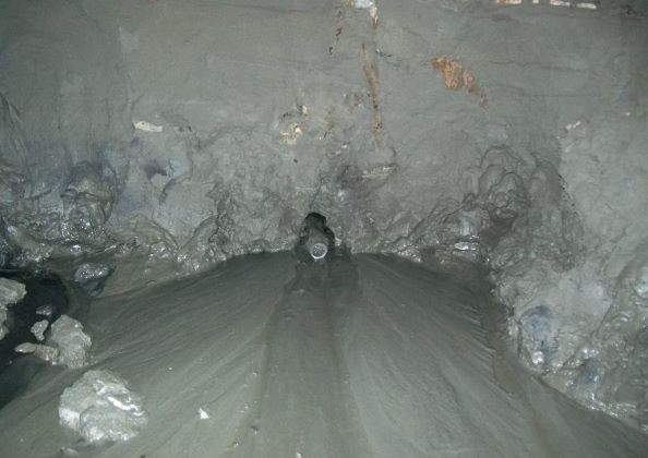 周邊地層為灰色粉土質細砂夾薄層黏土