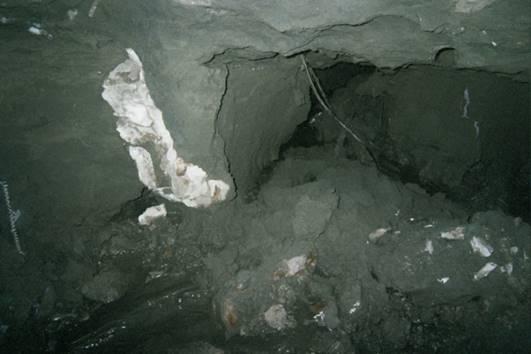 原地層受到湧水、湧砂、沉降以及施工方前期採用高壓注漿搶險未果的影響,造成該區域地質條件極不均勻