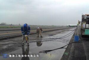水泥處理底層加固注漿採用不膨脹剛性PU樹脂漿材,灌注壓力不大於1000kPa,垂直頂昇高度不小於3mm。