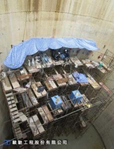 採用水泥系及化學系漿材搭配二重管水平逆級複合注漿技術