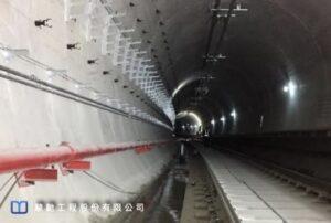 暗挖地鐵隧道於道版及軌道鋪設完成後即發生嚴重滲水現象
