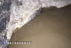 機頭出渣口持續湧入泥水砂土
