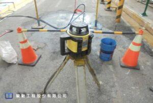 施工過程使用高精度雷射水平儀搭配靈敏度0.5mm的自警式接收器進行即時監測,抬昇高度控制值不大於1mm