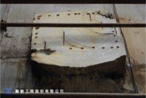 牆體預埋鋼鈑及錨栓處滲水