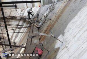 PU漿材採用抗壓強度≧45MPa、抗張強度>2、不收縮、高黏結性的耐久性不膨脹剛性漿材進行填充