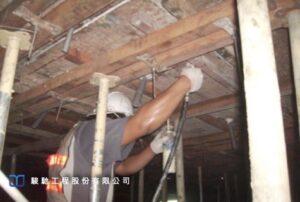 新舊混凝土交界面塗佈親水性環氧樹脂接著劑