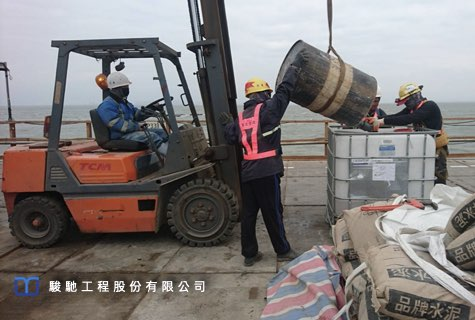 Investigation of the weak surface of CLSM by vertical drilling.