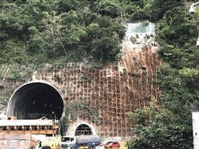 隧道出口位置地形陡峭